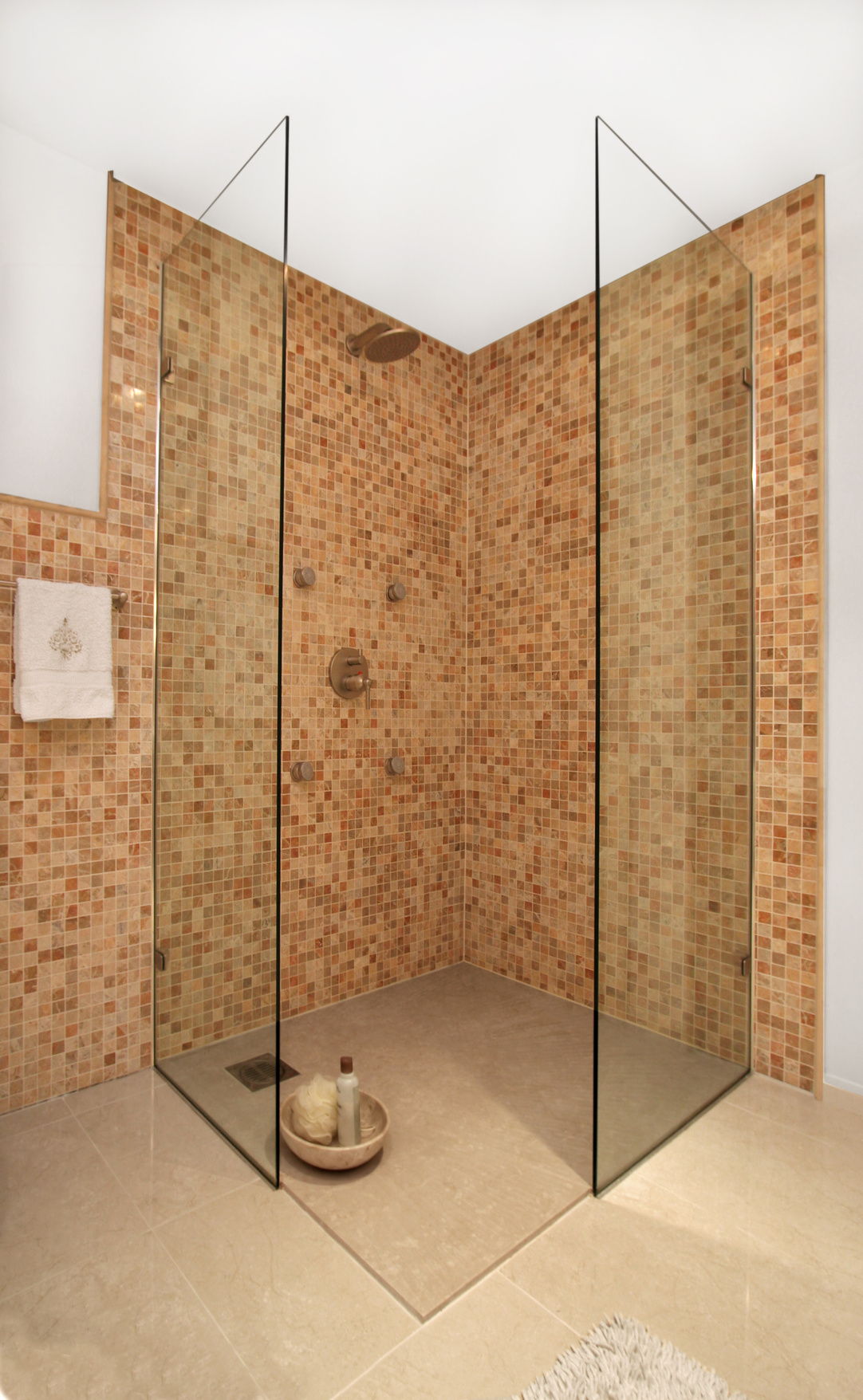 Dusche Ohne T?r Wie Tief : Wet Room Bathroom with Corner Shower